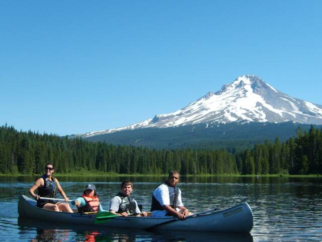 MHKC Campers canoeing near Mt Hood